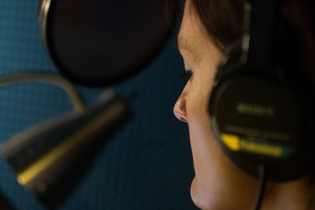 accented-english-voice-over-talent-in-audio-recording-studio