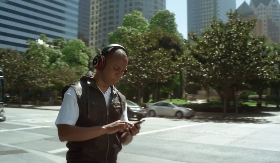 what-you-must-know-to-record-voice-over-for-online-commercial-spots